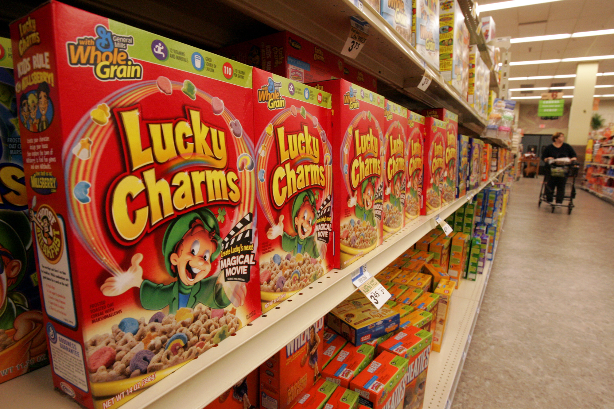 """lucky charm Spanish translation of """"lucky charm"""" 